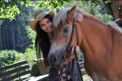Sabrina Gutschi mit ihren Pferd