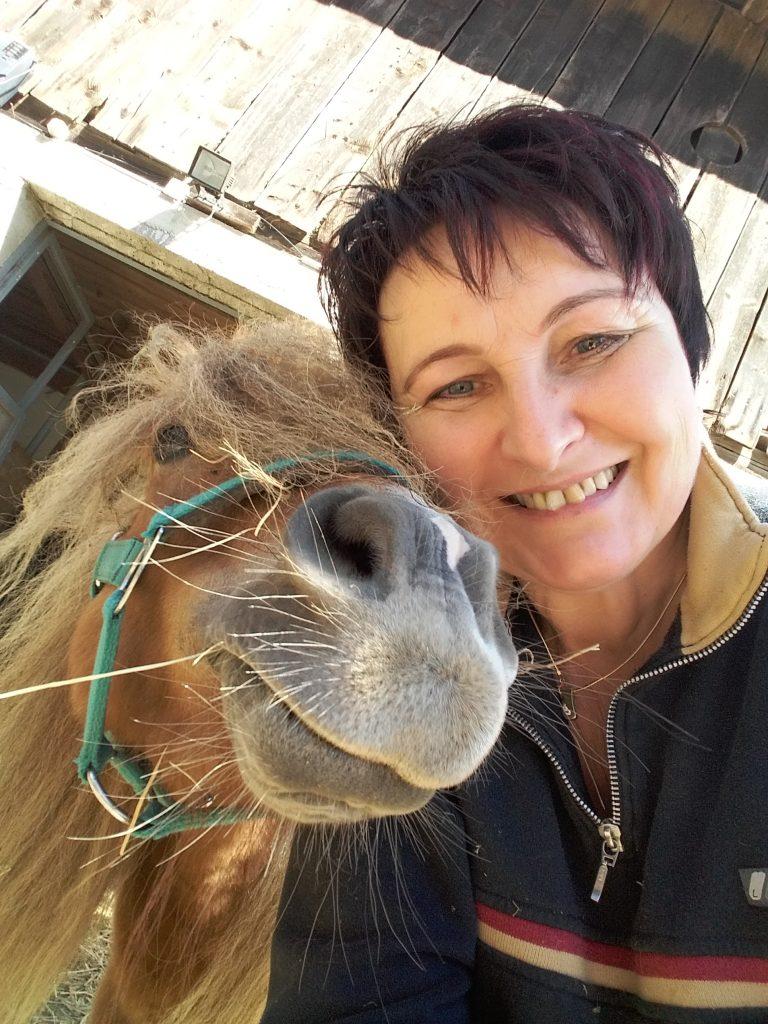 Irmgard Gutschi mit Pferd